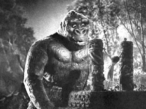 King Kong discovers Ann Darrow (Fay Wray) in KING KONG (1933)